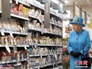 """英国女王""""长寿菜单"""":坚持去淀粉 爱吃巧克力"""