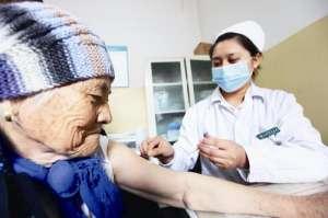 今起深圳60岁以上老人免费接种流感和肺炎疫苗