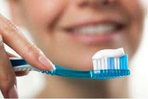 女子吞20厘米牙刷 仅剩刷头在喉咙口伤及食道