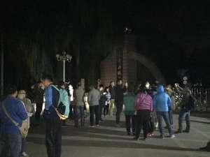 济南齐鲁制药厂爆炸 附近学校家长接学生回家
