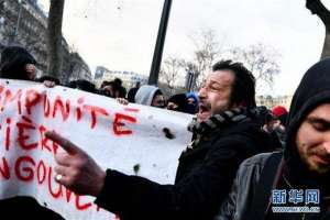 法国爆发游行 抗议警察暴力执法引发小规模骚乱