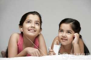 世卫组织:11亿青少年因耳机面临听力损伤