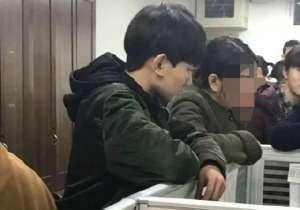 王源回学校围观 网友-现在男孩子都那么不矜持?