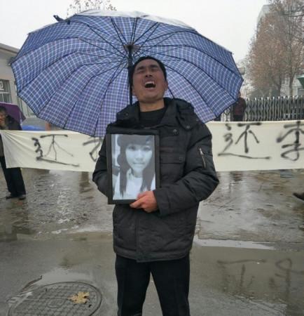 济南坠亡女大学生家属:孩子说有人要逼死她