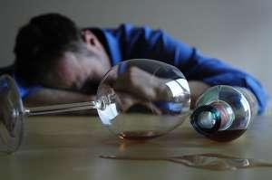 打鼾者不宜喝酒,睡前喝酒可致呼吸暂停