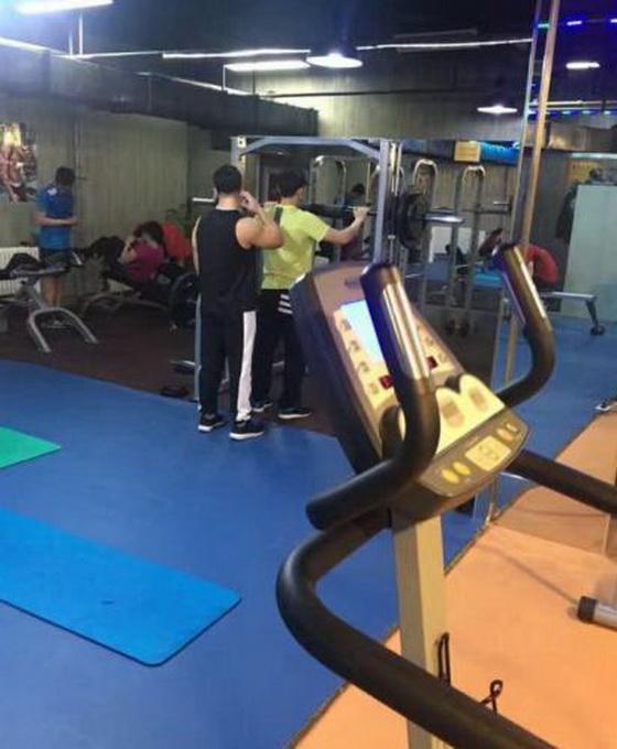 李晨健身房练肌肉 范冰冰表示能成功瘦身大黑牛功不可没